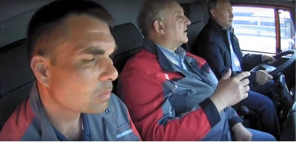 Путин за рулем на КМ.jpg