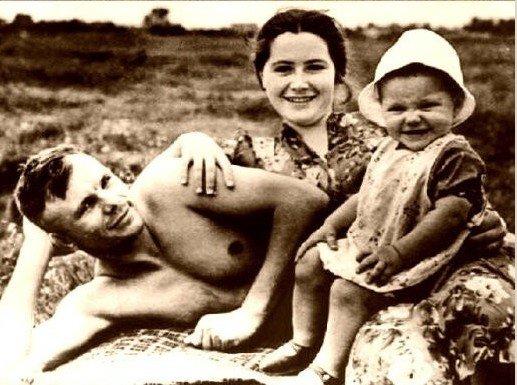 gagarin__family.jpeg