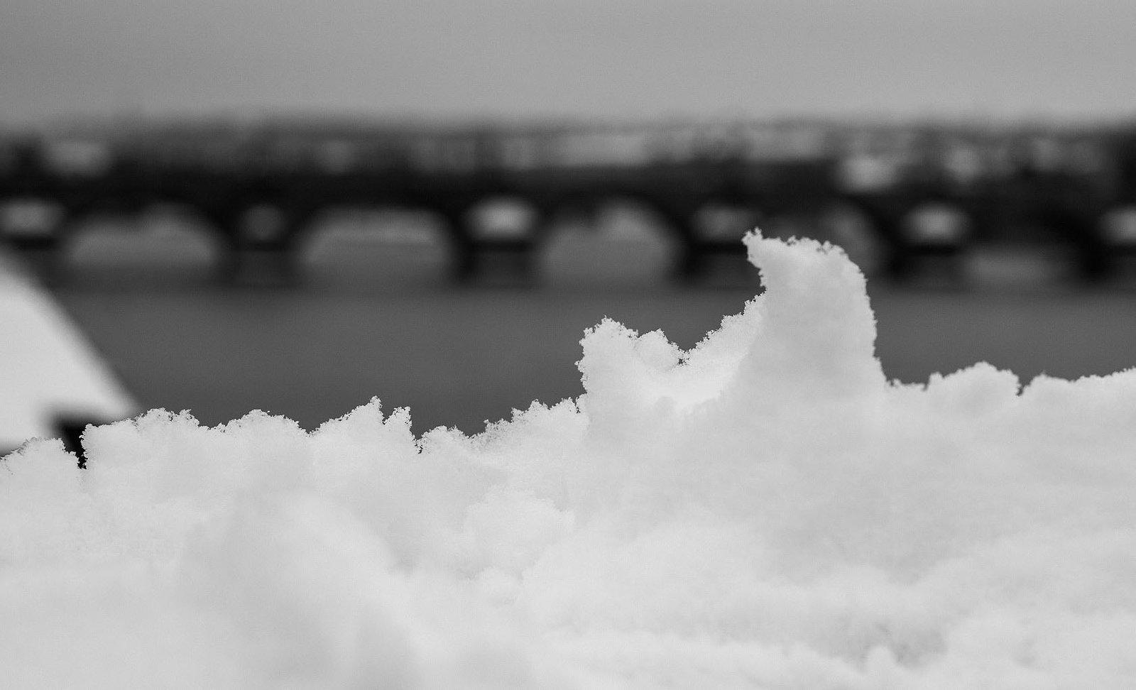 Очень много снежинок