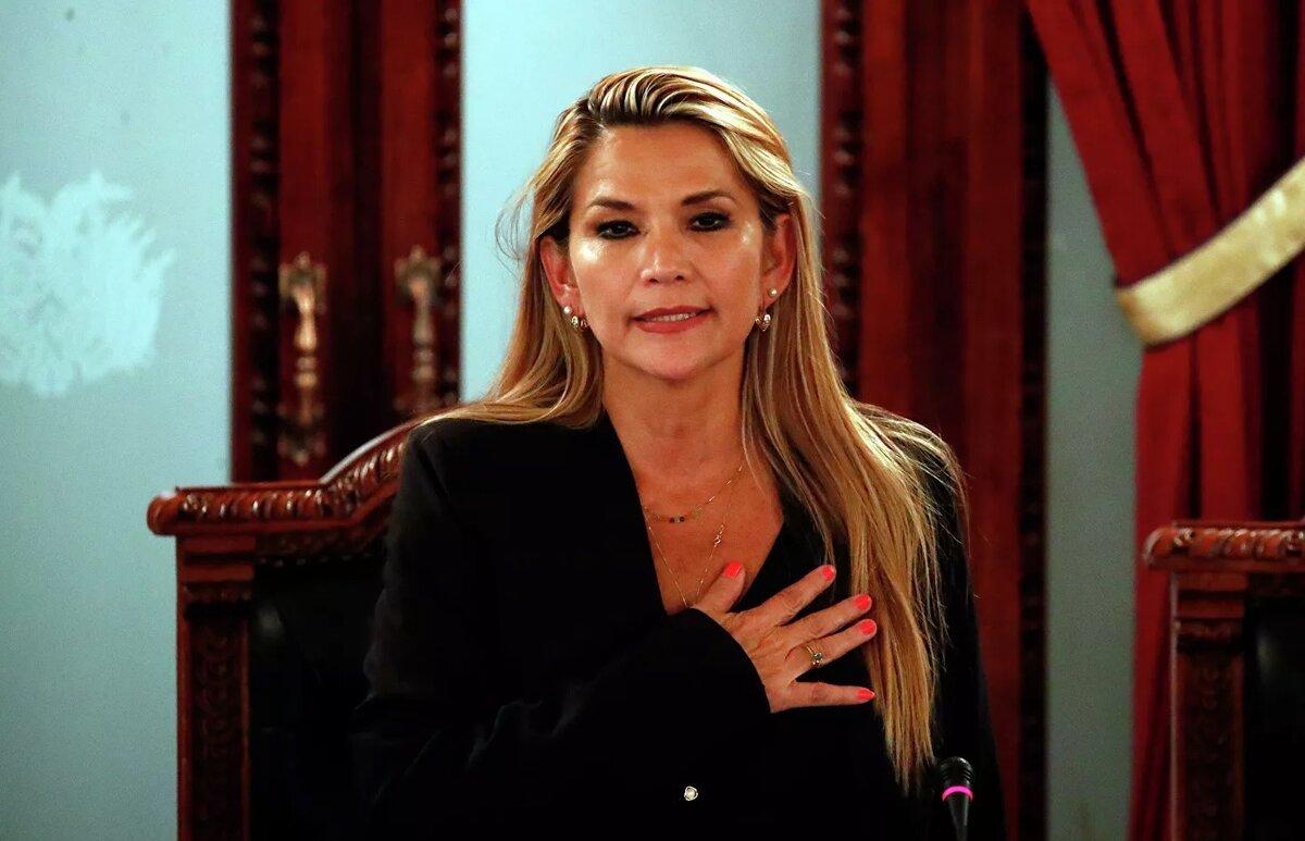 Исполняющей обязанности президента Боливии сделалась некая Жанин Аньес.jpg