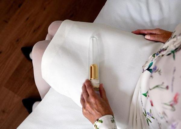 Золотой вибратор с отсеком для праха умершего партнера. Это настоящая любовь.jpg